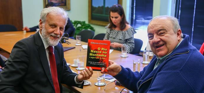 Prefeito Rafael Greca recebe a visita do Desembargador Gilberto Ferreira - Presidente do TRE e Dr. Valcir Mombach - Diretor-Geral do TRE - Curitiba, 24/06/2019 - Foto: Daniel Castellano / SMCS