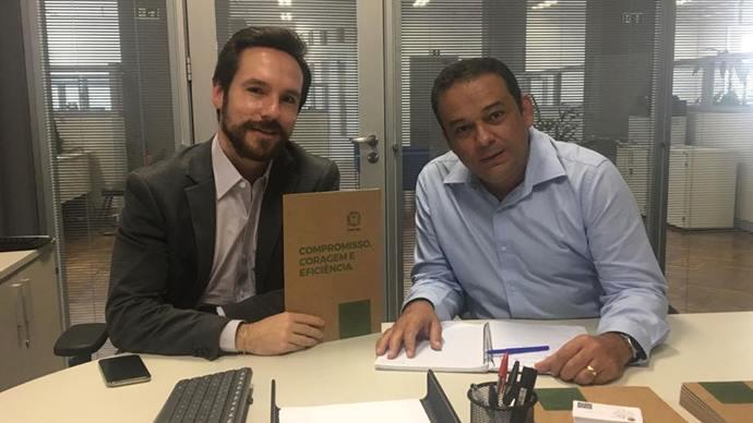 O secretário de Finanças Vitor Puppi, com o economista e pesquisador Cesar Piorski. Foto: Divulgação
