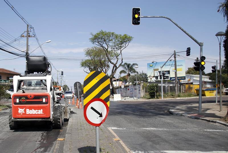 Instalação de novo semáforo na confluência da Avenida Toaldo Túlio com as ruas José Risseto e Boltolo Paulin. Foto: Lucilia Guimarães/SMCS