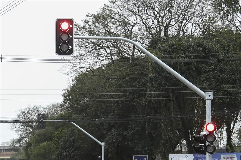 Novos semáforos nos bairros Novo Mundo e Água Verde. Foto: Luiz Costa /SMCS.