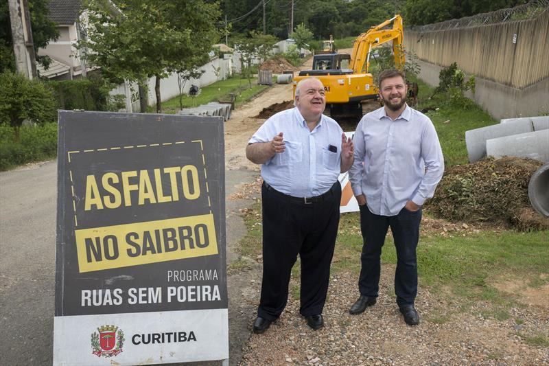 Prefeito Rafael Greca vistoria obras de pavimentação na Rua Luciano Guimarães de Gracia. Curitiba, 13/01/2020. Foto: Valdecir Galor/SMCS