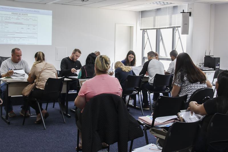 Início da entrega de documentos pelos participantes do novo PSS de professor de educação infantil. Curitiba, 15/01/2020. Foto - Hully Paiva/SMCS