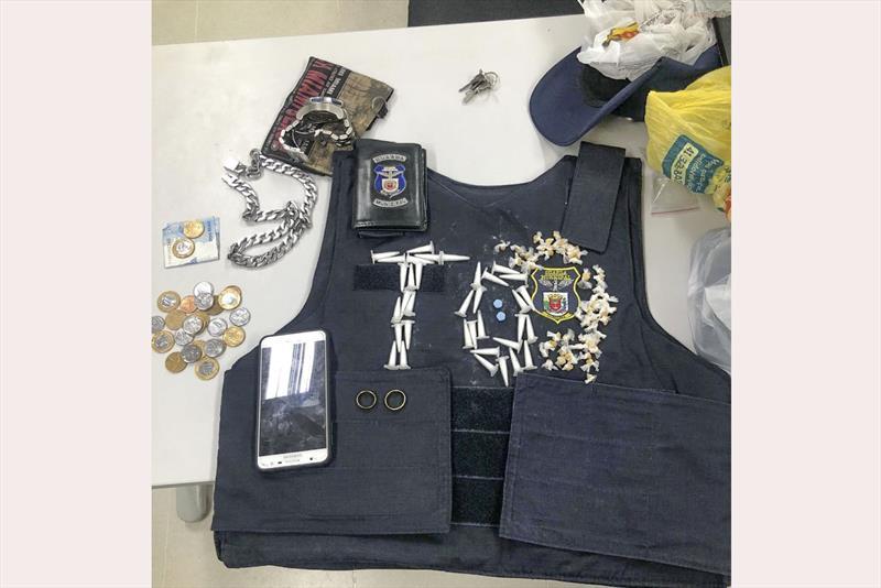 Adolescente é flagrado com drogas no Tatuquara. Foto: Divulgação