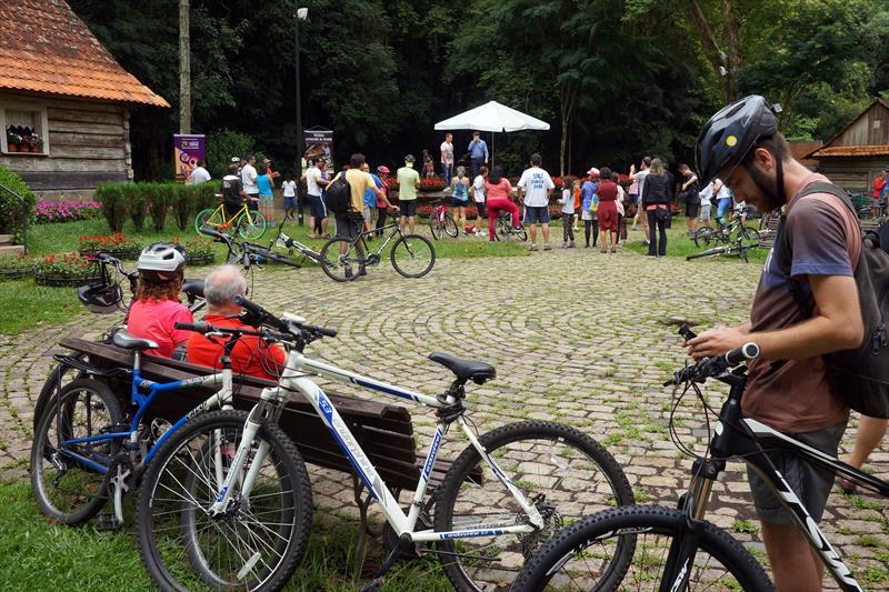 """Bicicletando na Oficina de Música"", Bosque do Papa. Foto: Valdecir Galor/SMCS (arquivo)"
