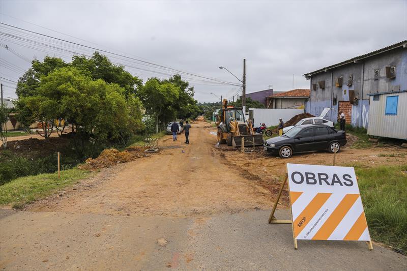 Obras de Asfalto sobre saibro na Rua Odir Gomes da Rocha no Bairro Tatuquara - Curitiba, 17/01/2020 - Foto: Daniel Castellano / SMCS