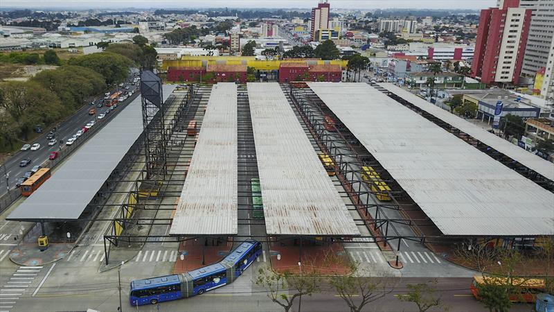 Mais oito terminais ganham máquinas de venda de crédito.   - Na imagem, terminal de onibus do bairro Pinheirinho. - Foto: Daniel Castellano / SMCS
