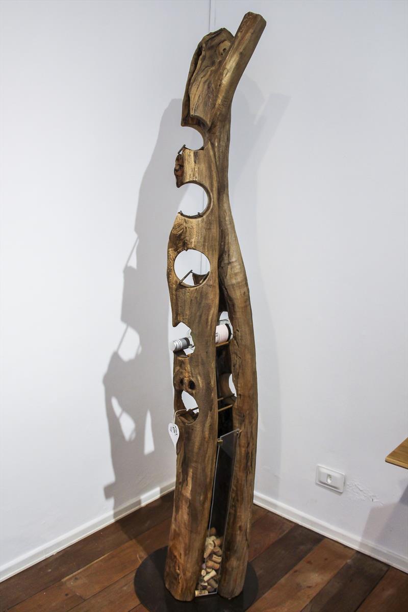 Abertura da Madeira nas Arcadas. Madeira sustentável e design nas arcadas do São Francisco, peças criadas a partir da matéria-prima natural oriunda de podas de árvores e resíduos de troncos. Curitiba 04/02/2020. Foto: Hully Paiva/SMCS