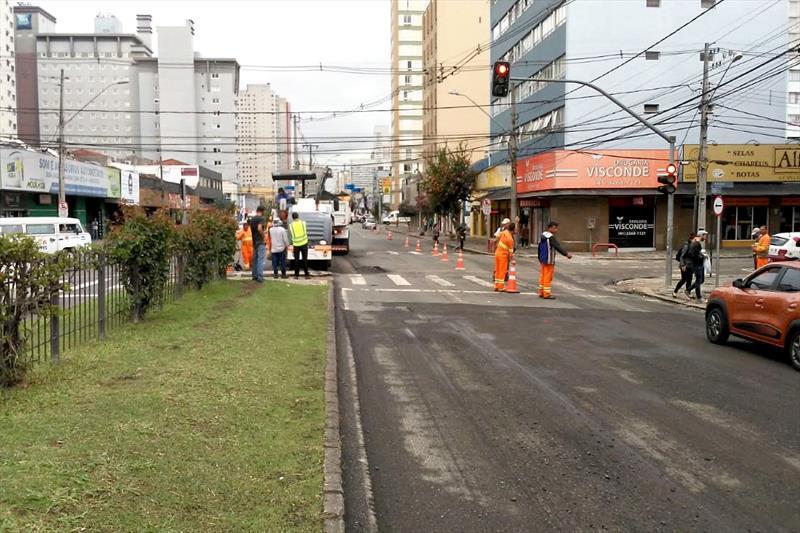 Primeiro dia de obras de pavimentação na rua Visconde de Guarapuava. Foto: Divulgação