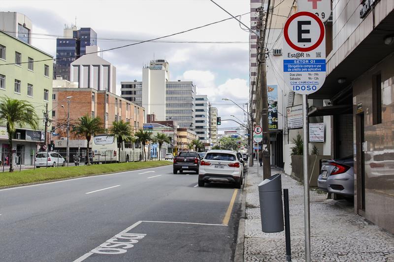 Implantação de placas de EstaR Eletrônico. Local: Rua Mariano Torres - Centro. Curitiba 12/02/2020. Foto: Hully Paiva/SMCS
