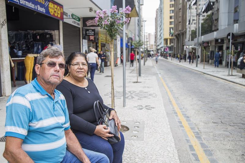 Revitalização da rua Voluntários da Pátria. Na foto o casal João e Raquel Silveira. Curitiba, 13/02/2020. Foto: Pedro Ribas/SMCS