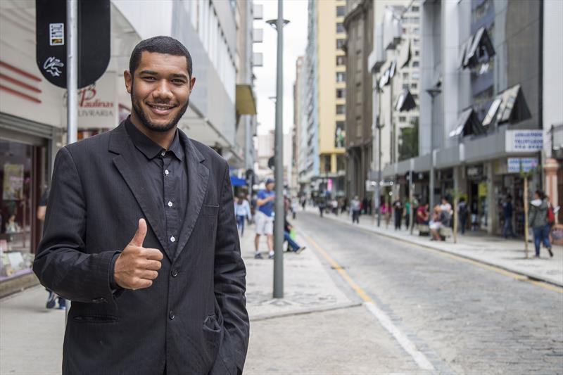 Revitalização da rua Voluntários da Pátria. Na foto, Miqueias Silva Pereira. Curitiba, 13/02/2020. Foto: Pedro Ribas/SMCS