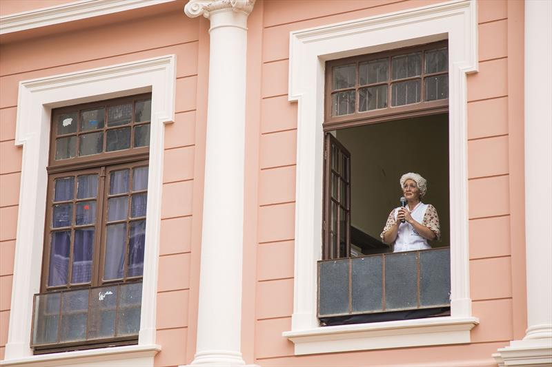 Encenação em homenagem a poeta Helena Kolody, durante entrega da recuperação do prédio do Instituto de Educação do Paraná e da rua Voluntários da Pátria. Curitiba, 13/02/2020. Foto: Pedro Ribas/SMCS