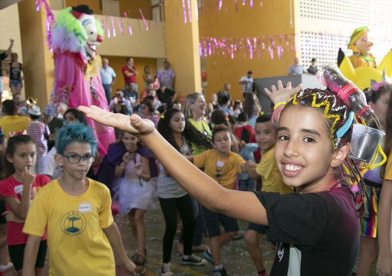 Prefeito Rafael Greca, participa da aula de Iniciação ao Samba na Regional Cajuru. Na imagem: Beatriz Arruda da Silva. Curitiba, 20/02/2020. Foto: Ricardo Marajó/FAS