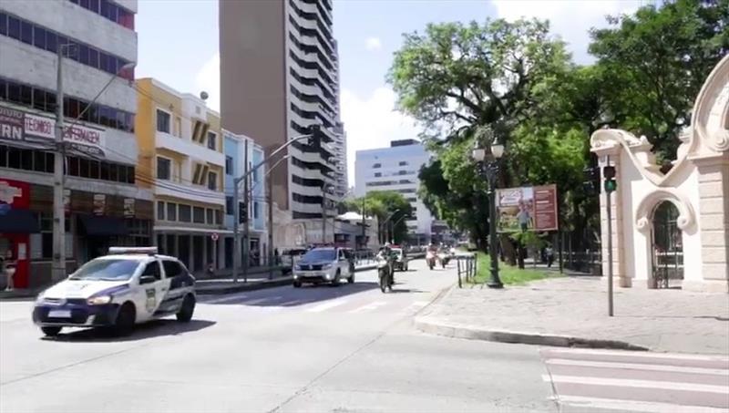 Guarda Municipal de Curitiba auxilia no transporte de órgão para transplante. Foto: Divulgação