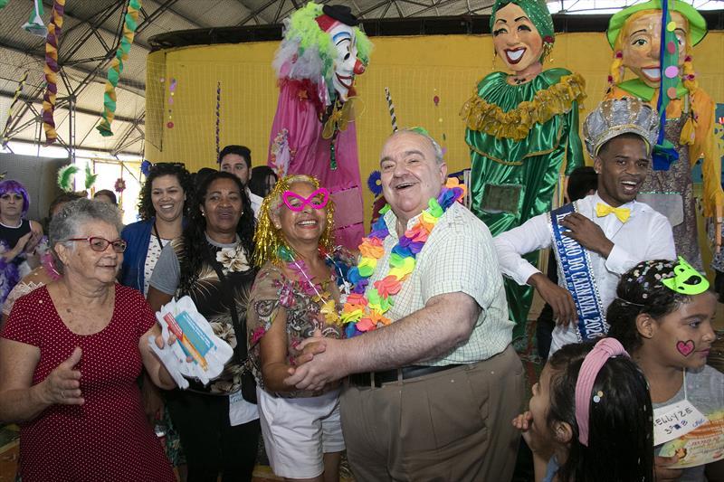 Prefeito Rafael Greca, participa da aula de Iniciação ao Samba na Regional do Bairro Novo. Curitiba, 20/02/2020. Foto: Ricardo Marajó/FAS