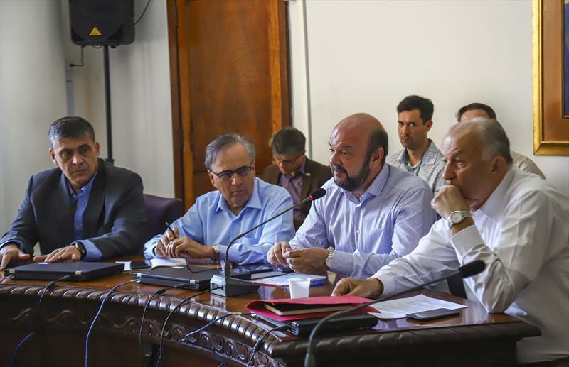 Reunião na Reitoria da UFPR entre representantes de Universidades, Prefeitura e Estado para definir os rumos a serem tomados com o Coronavirus. - Curitiba, 15/03/2020 - Foto: Daniel Castellano / SMCS