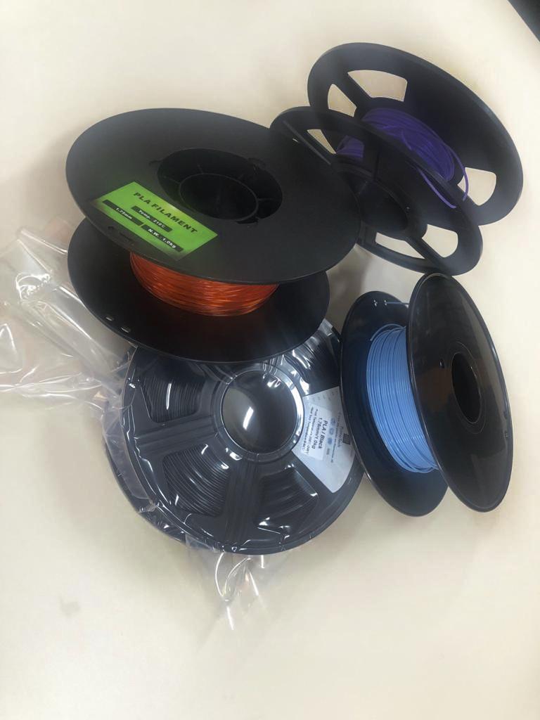 Filamentos poliméricos, a matéria-prima de fabricação de objetivos nas impressoras 3D. Foto: Divulgação