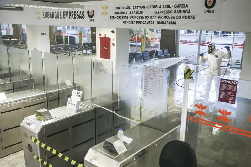 Higienização na Rodoferroviária contra o novo coronavírus. Curitiba, 30/03/2020. Foto: Luiz Costa /SMCS.
