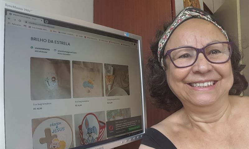 A artesã Ana Nilcen Lima Cavalcante, que comercializa peças em bordado nas feiras especiais da Praça Osório e no Largo da Ordem, já criou sua loja virtual no Olist Shops. Foto: Divulgação