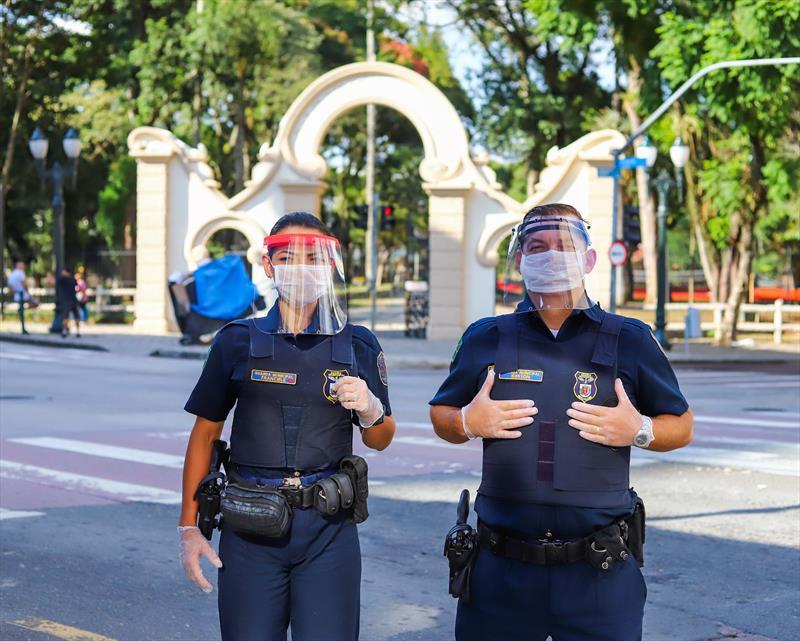 A Guarda Municipal recebeu, 80 máscaras-escudo produzidas em impressoras 3D pelo FabLab da Rua da Cidadania do Cajuru. - Curitiba, 31/03/2020 - Foto: Daniel Castellano / SMCS
