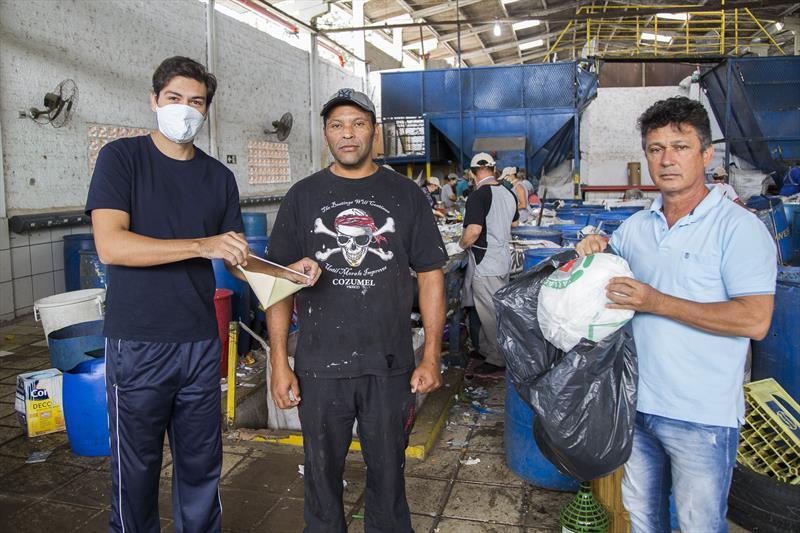 O empresário Renato Barroso, faz doação de máscaras para os associados do Ecocidadão. Campo Magro, 02/04/2020. Foto: Pedro Ribas/SMCS