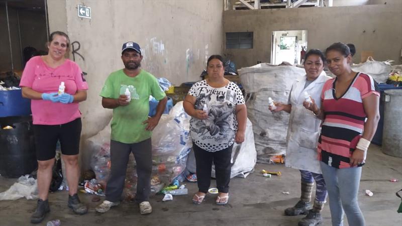 Startup TruckHelp doa álcool em gel para associações do Ecocidadão. Foto: Divulgação