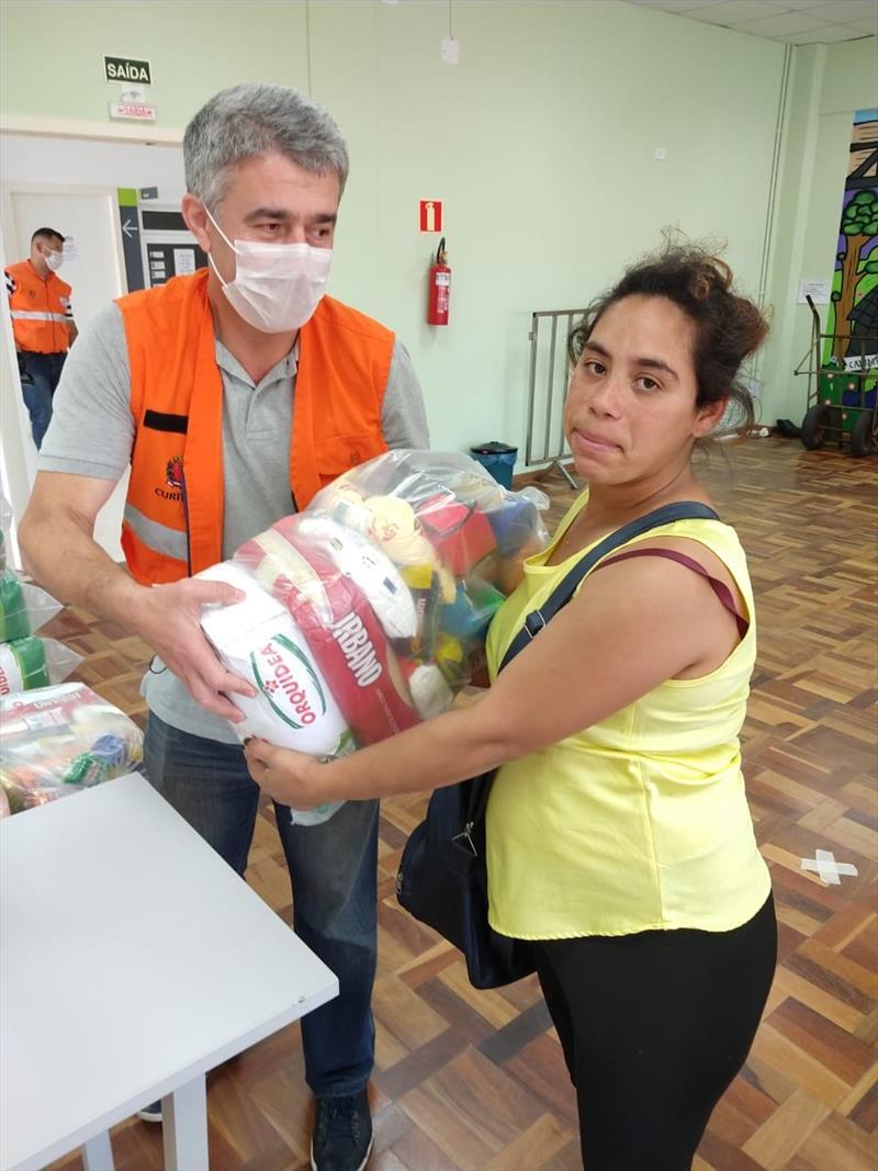 Ações do município no combate ao coronavírus.  - Na imagem, entrega de cestas básicas. Foto: Divulgação