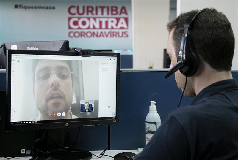 Ações do município no combate ao coronavírus.  - Na imagem, central de atendimento da Saúde. Curitiba. 26/03/2020. Foto: Ricardo Marajó/FAS