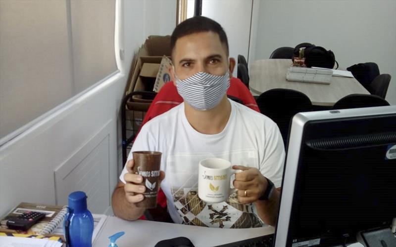 Funcionários da Secretaria de Segurança Alimentar trocam copos plásticos por sustentáveis. Foto: Divulgação