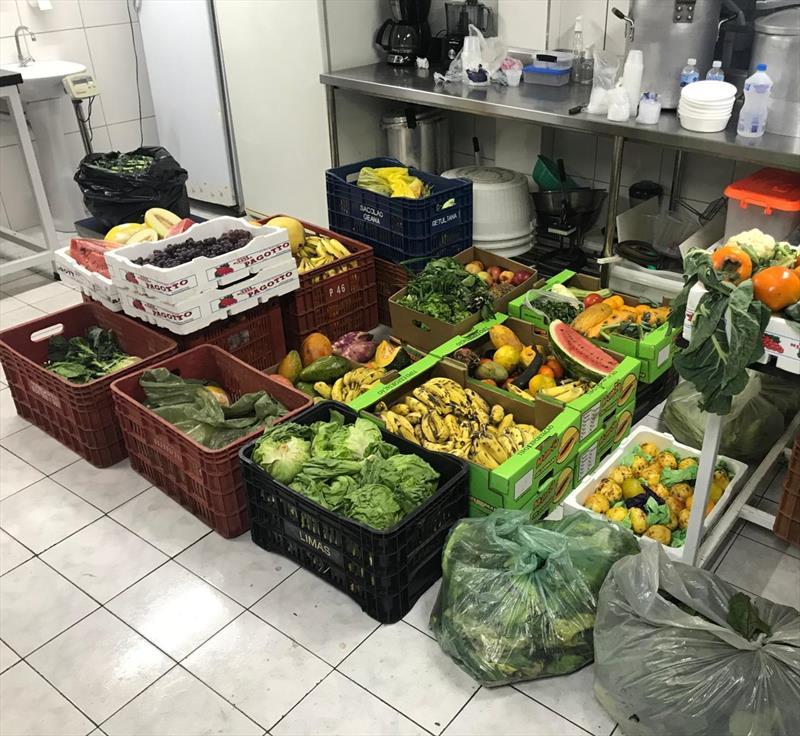 Feirantes doam 1,4 tonelada de hortifrútis na primeira semana de apoio. Foto: Divulgação