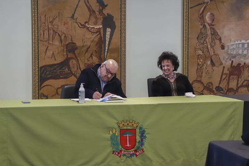 O prefeito Rafael Greca sancionou nesta segunda-feira, a Lei de Edificações e Regularização Fundiária de Curitiba. Curitiba, 18/05/2020. Foto: Hully Paiva/SMCS