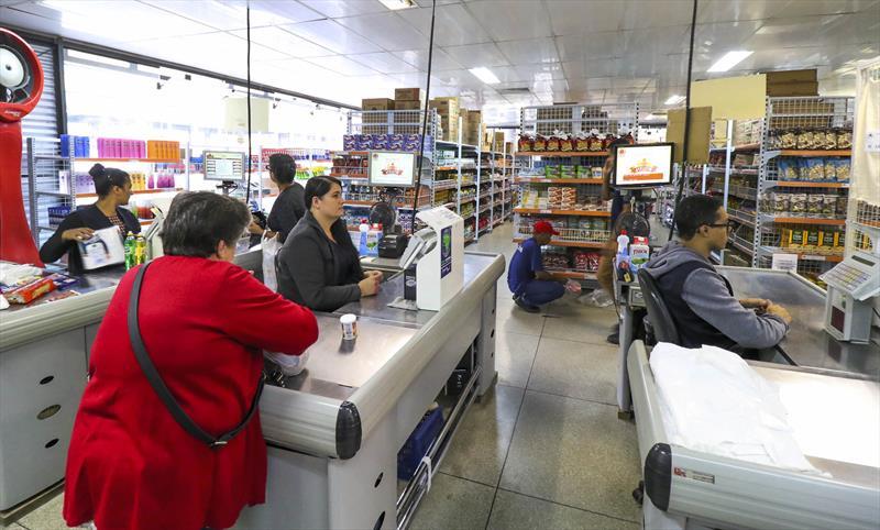 Câmara amplia acesso aos Armazéns da Família para quem perdeu renda com pandemia.  Foto: Daniel Castellano/SMCS