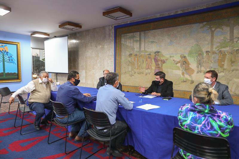 Reunião entre representantes da Prefeitura e taxistas para discutir ações de ajuda em tempos de Covid-19. - Curitiba, 20/05/2020 - Foto: Daniel Castellano / SMCS
