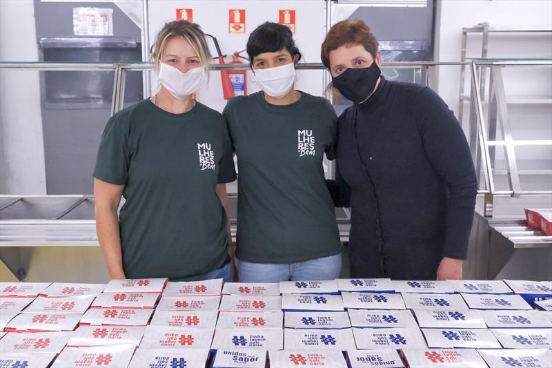 Distribuição de lanches gratuitamente no Restaurante Popular do Capanema, do Mesa Solidária, programa da Prefeitura. Curitiba, 20/05/2020. Foto: Nakayana Matias