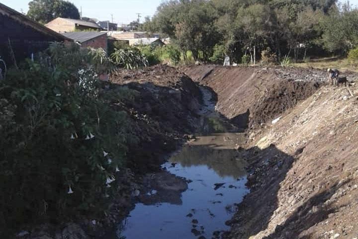 Limpeza e desassoreamento do Córrego Dom Bosco. Fotoi: Divulgação