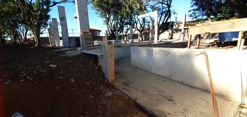 Quatro escolas da rede municipal ganharão quadras cobertas.  - Na imagem, Escola Municipal Tedoro de Bona. Foto: Divulgação