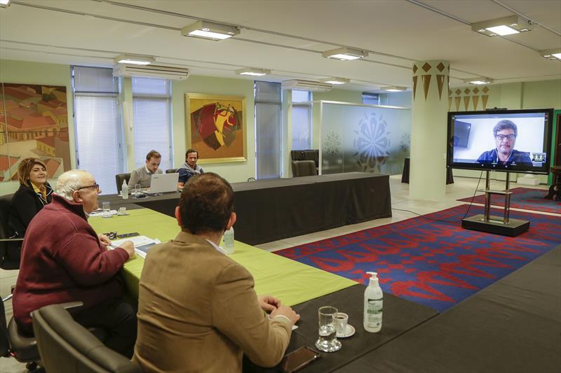 Prefeito Rafael Greca participa com a secretária da Educação, Maria Silvia Bacila, de videoconferência da Rede Cidades Educadoras. Curitiba, 26/05/2020. Foto: Pedro Ribas/SMCS