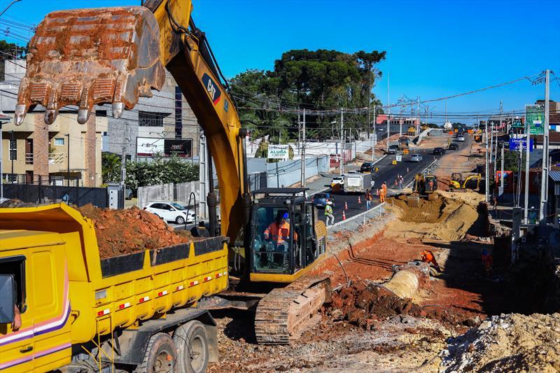 Obras de construção da trincheira da Rua General Mário Tourinho, no encontro com a Avenida Nossa Senhora Aparecida, no Seminário - Curitiba, 27/05/2020 - Foto: Daniel Castellano / SMCS