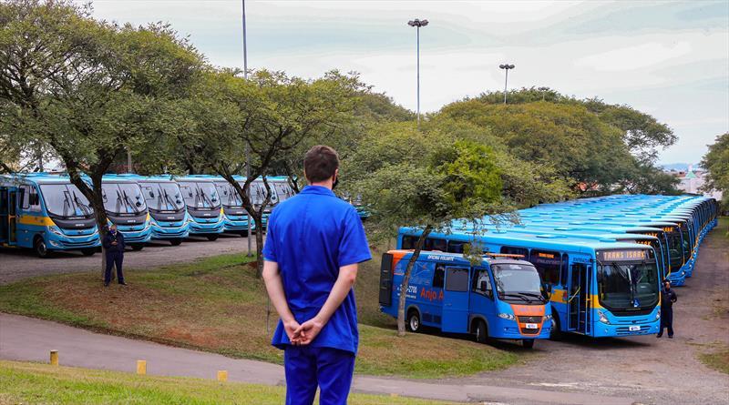 Entrega de 66 novos ônibus especiais para o Sistema de Transporte para a Educação Especial (Sites) no Parque dos Tropeiros - Curitiba, 04/06/2020 - Foto: Daniel Castellano / SMCS
