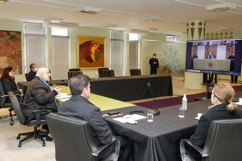 O prefeito Rafael Greca e o reitor da PUCPR, Waldemiro Gremski, em Videoconferência de instituição da Cátedra Curitiba. 02/07/2020 Foto: Ricardo Marajó / SMCS