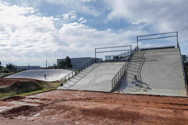 Obras da pista de BMX no Parque dos Peladeiros  Curitiba.02/07/2020.  Foto: Ricardo Marajó / SMCS