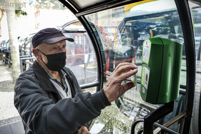 Novos validadores do sistema de transporte coletivo. Curitiba, 03/07/2020. Foto: Luiz Costa /SMCS