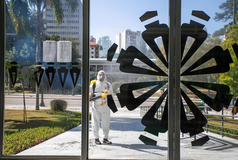 Sanitização no Palácio 29 de Março, prédio principal da Prefeitura, no Centro Civico - Curitiba, 26/04/2020 - Foto: Daniel Castellano/SMCS