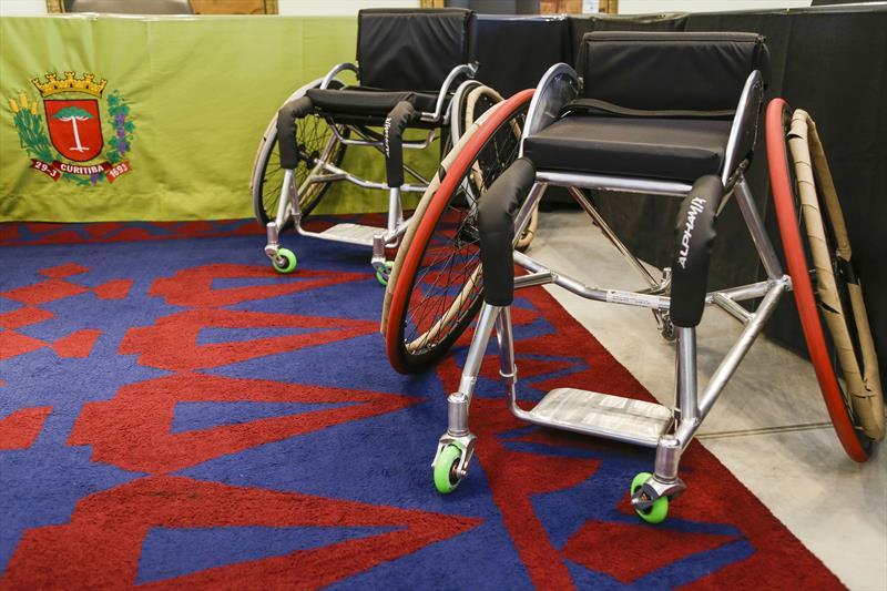 A Secretaria do Esporte, Lazer e Juventude recebe dez kits de cadeiras de rodas adaptadas para a prática do paradesporto. Curitiba, 04/08/2020. Foto: Pedro Ribas/SMCS
