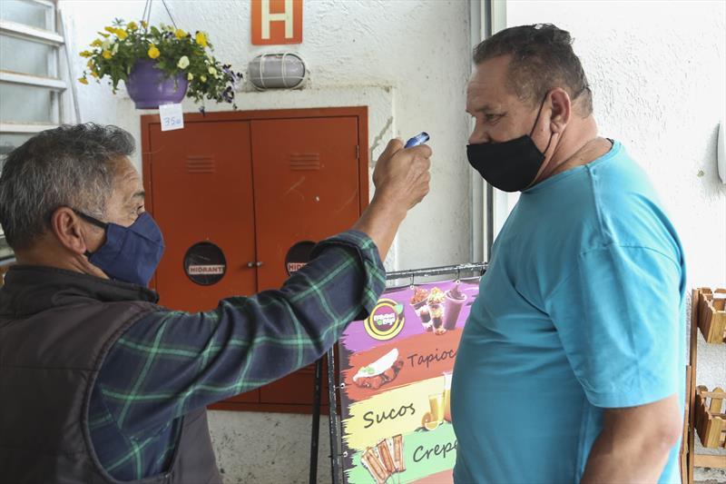 O Mercado Regional Cajuru adotou medidas para evitar o contágiodo vírus entre as pessoas. Curitiba, 28/07/2020. Foto: Luiz Costa /SMCS