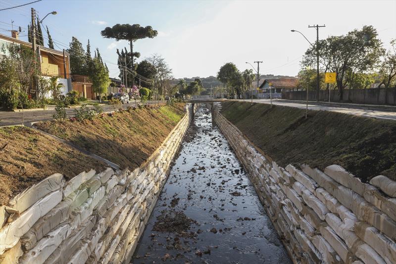 Obras no Córrego Hermes Fontes, no Seminário, são concluídas. O trabalho se estendeu por 646 metros e começou no dia 17 de abril. Curitiba, 10/08/2020. Foto: Hully Paiva/SMCS