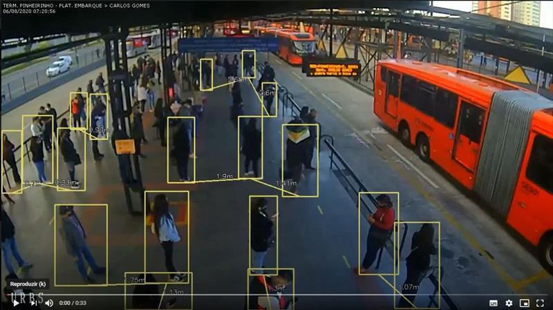 Imagens de simulações do funcionamento do aplicativo Distância2 nos terminais de Curitiba. Ilustração: IPPUC