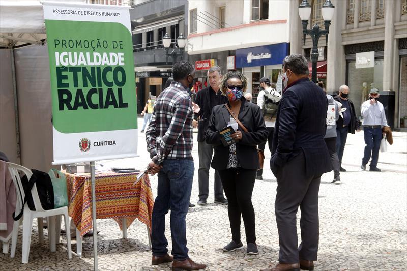 Ação sobre o Dia da Conciência Negra na Boca Maldita. Curitiba, 20/11/2020. Foto: Lucilia Guimarães/SMCS