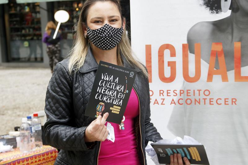 Calçadão da XV de Novembro tem ação contra o preconceito racial. Curitiba, 20/11/2020. Foto: Lucilia Guimarães/SMCS
