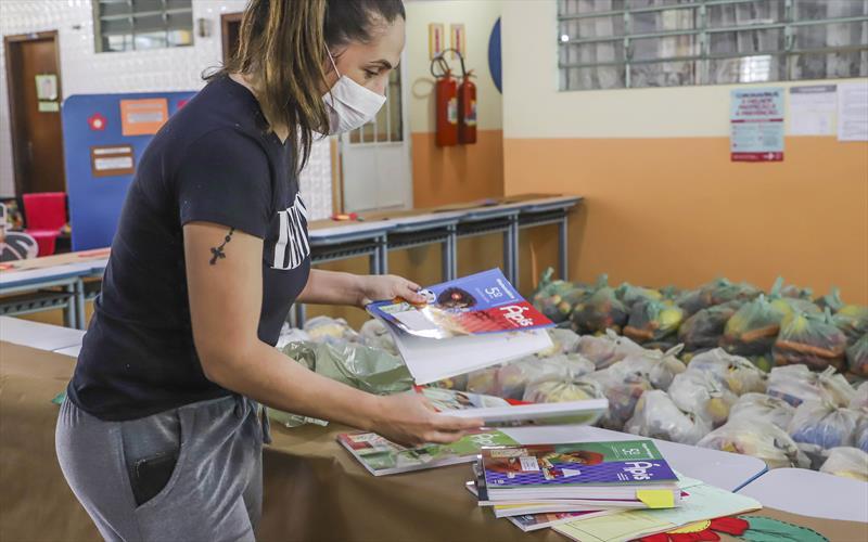 Também estão sendo entregues as atividades pedagógicas complementare. Foto: Hully Paiva/SMCS